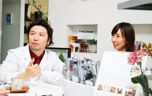 笠井 勇太様(FSI 公認フスフレーガー)(左)/笠井 千夏子様(日本ウォーキング協会認定 健康ウォーキング指導士)(右)ご夫妻で経営されています。